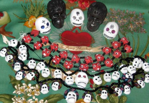 bel-mexican-pottery-charming-skulls